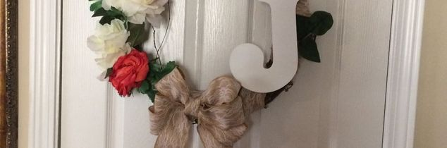 e alphabet wreath