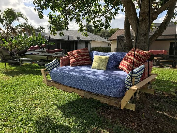 Pallet swing bed modified idea found on pinterest for How to make a pallet swing