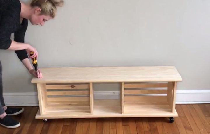 Easy crate bench on wheels hometalk for Wood crate bench