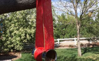 repurpose can to bird feeder