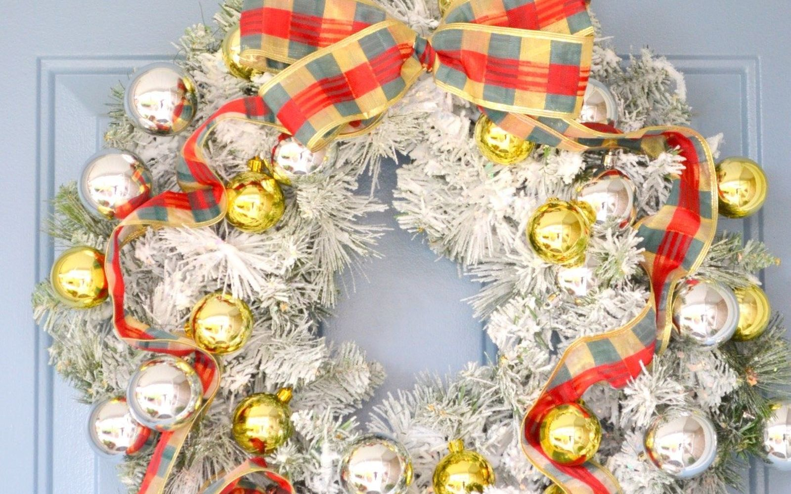 s 17 tricks to make a gorgeous wreath in half the time, Coat Your Wreath In Sno Flock