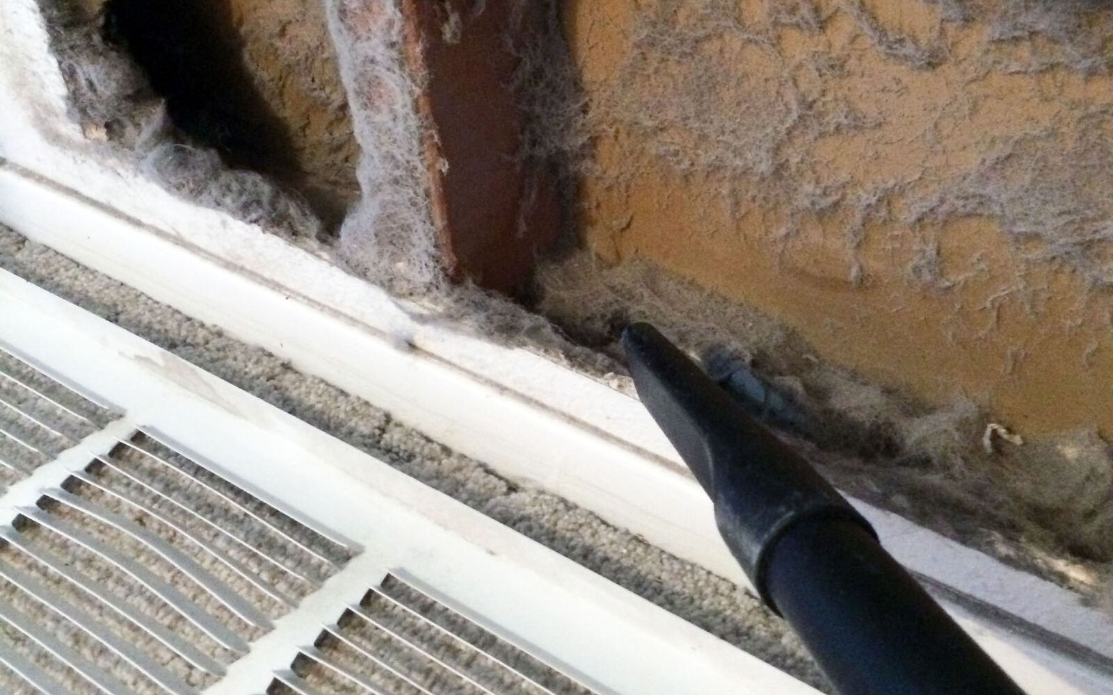 s 30 essential hacks for cleaning around your home, Remove Dusts From Air Vents With Clorox