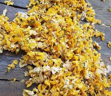 q decor ideas for these fallen dried flowers