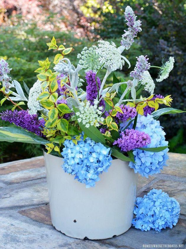 easy garden flower arrangement
