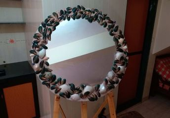 sand and seashell mirror for a dull corridor