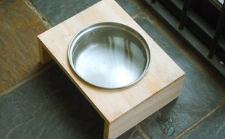 use an old saucepan to make a dog bowl holder