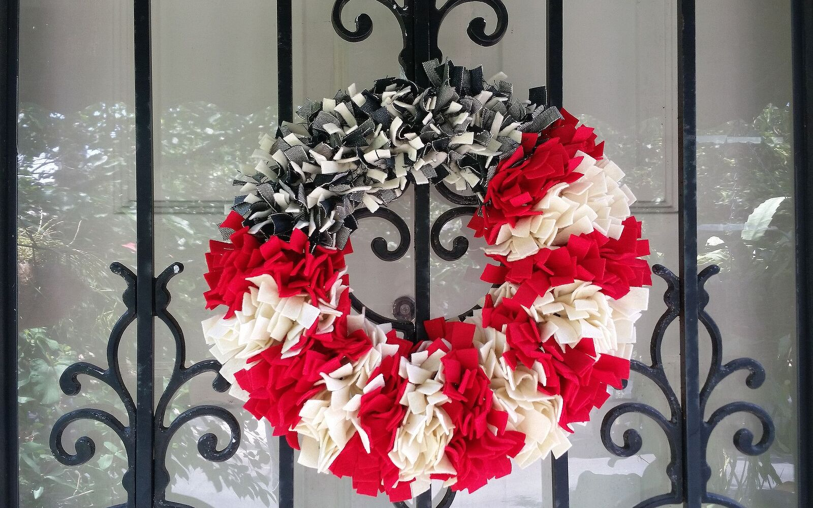 s 30 adorable diy ideas for july 4th, Shred up your jeans into a fluffy wreath