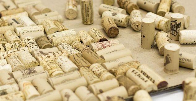 Diy cork bath mat and other bath mat ideas hometalk for Wine cork welcome mat