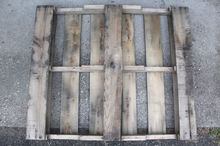 turn a pallet into a bookshelf with 3 easy cuts
