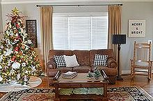 holiday home tour, christmas decorations, seasonal holiday decor, wreaths, Living Room where we put our Christmas Tree