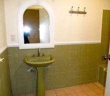 q updating bathroom in rental, bathroom ideas, home decor, tiling, guest room bath hate the green this bathroom has tub