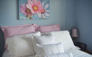 pretty blue bedroom with white and pink bedscaping, bedroom ideas, home decor