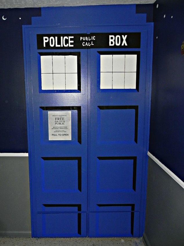 Diy tardis bedroom closet hometalk for Doctor who bedroom ideas