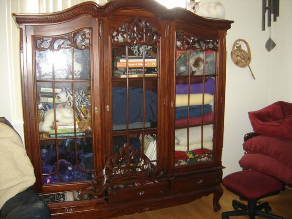 Vintage hutch makeover hometalk for Living room hutch