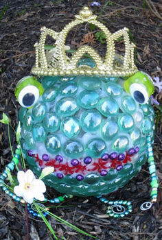garden art frog prince free tutorial, crafts, gardening, Yes it s true Your Prince has come