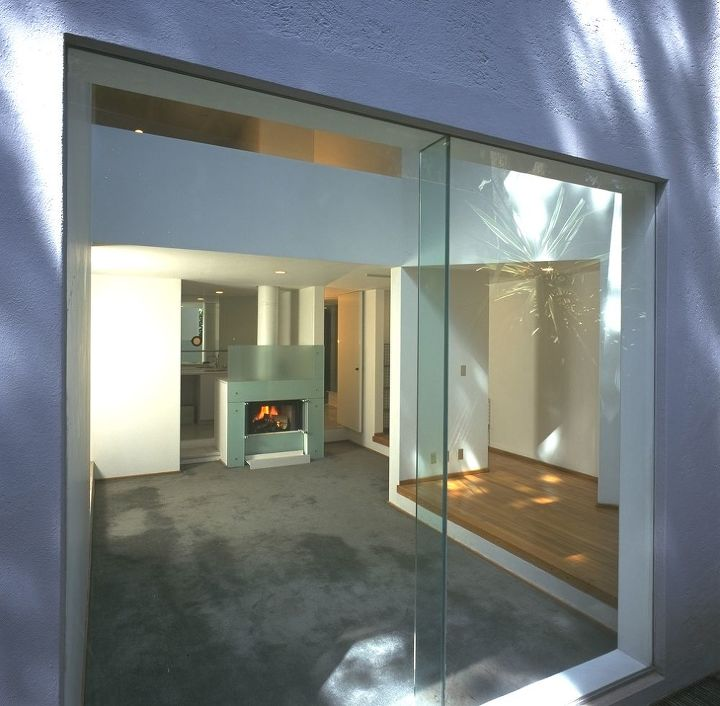 Modern Window Designs For Homes: The Glass Townhouse.