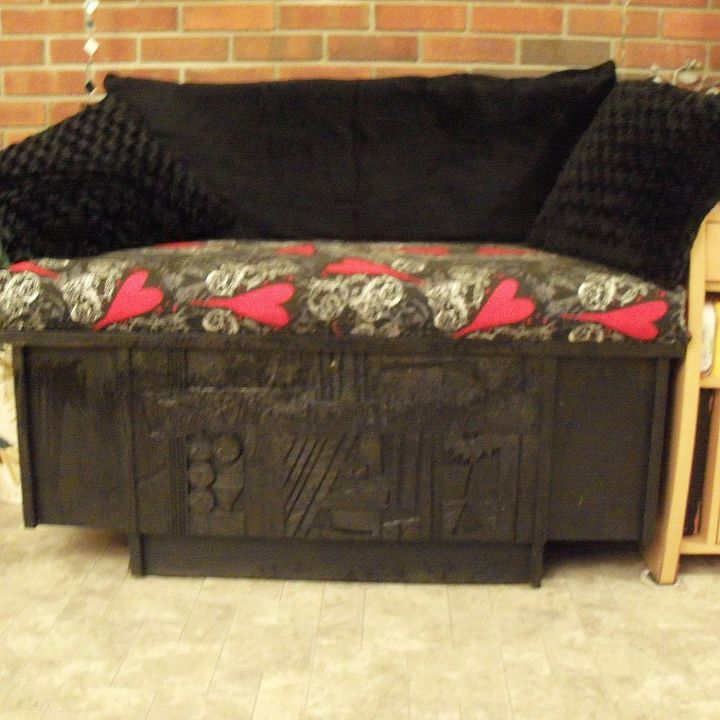 Creating Extra Seating Space With Repurposed Wooden Chest