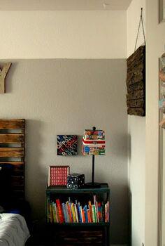 vintage airplane kids room, bedroom ideas, home decor, pallet, wreaths, Room entrance