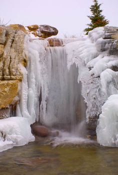 explore an icy waterfall and grotto in st charles illinois, ponds water features, The waterfalls are partially frozen over during winter