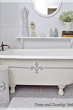 painting the claw foot tub, bathroom ideas, chalk paint, home decor, painting, The claw foot tub with its new fleur de lis
