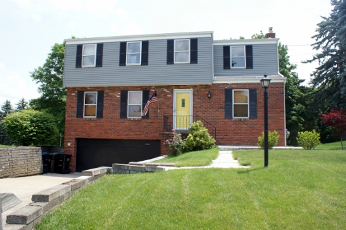 How we painted our aluminum siding with brushes hometalk for Half brick half siding house