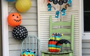 happy halloween front porch, chalkboard paint, crafts, curb appeal, halloween decorations, seasonal holiday decor, wreaths, On my blog I share how to make the chalkboard banner