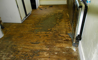 reclaimed barn wood kitchen floor, flooring, The old kitchen floor Yuck