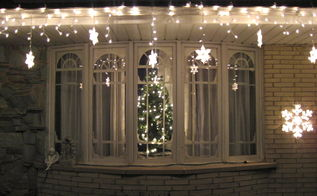 diy palladian window for the holidays and beyond cost about 5, seasonal holiday decor, windows, Here is the finished product from the outside looking in