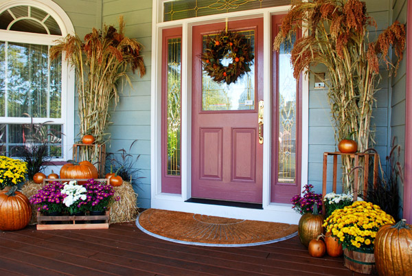 weekend inspiration welcoming fall front entry halloween decorations outdoor living seasonal holiday decor - Fall Outside Decorations