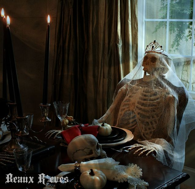 Haunted halloween dining room hometalk for Haunted dining room ideas