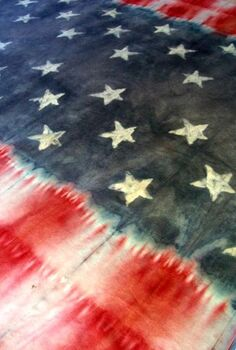 faux batik and tie dye patriotic table cloth, crafts, patriotic decor ideas, seasonal holiday decor, Rubber banding the end sections kept the two patterns separate