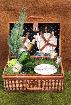 more fabulous fairy gardens, crafts, gardening, Love love love this fairy garden in a picnic basket Adorable
