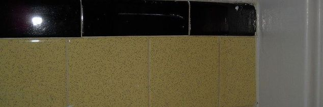 q paint color for a bathroom with old yellow amp black tiles, painting