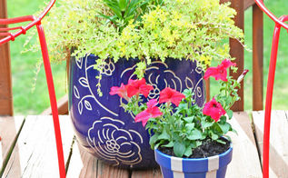painting a patriotic planter and using natural elements, crafts, gardening, painting, patriotic decor ideas, seasonal holiday decor