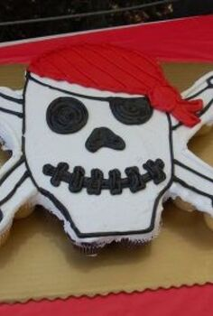 yo ho ho it s a girl amp boy pirate party i love a good diy birthday party, crafts, home decor, Use cupcakes not a true cake You don t need a knife to cut the cake especially important if you are having your party somewhere other than home The cupcakes just pull apart