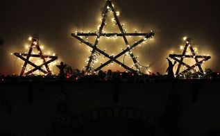 large stars made from yardsticks, home decor, seasonal holiday decor, illuminate