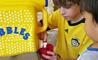 make a no mess bubble solution dispenser, crafts, repurposing upcycling