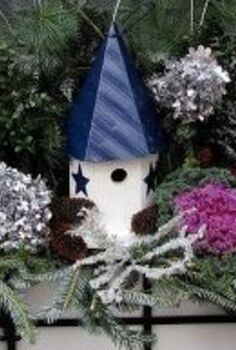winter window box decorating, gardening, outdoor living, seasonal holiday decor, Winter window box with natural materials from the yard and a birdhouse