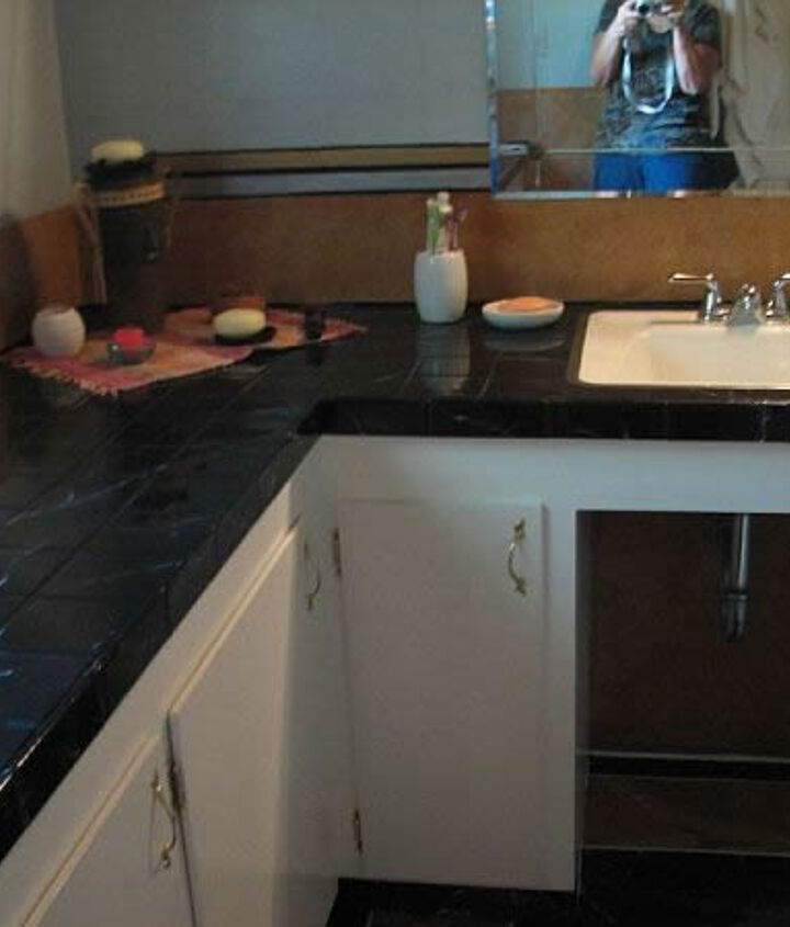 The pink tiles left on the counter top was first treated with new grout and then marbled also with epoxy. The pink sink turned white just like the stool.