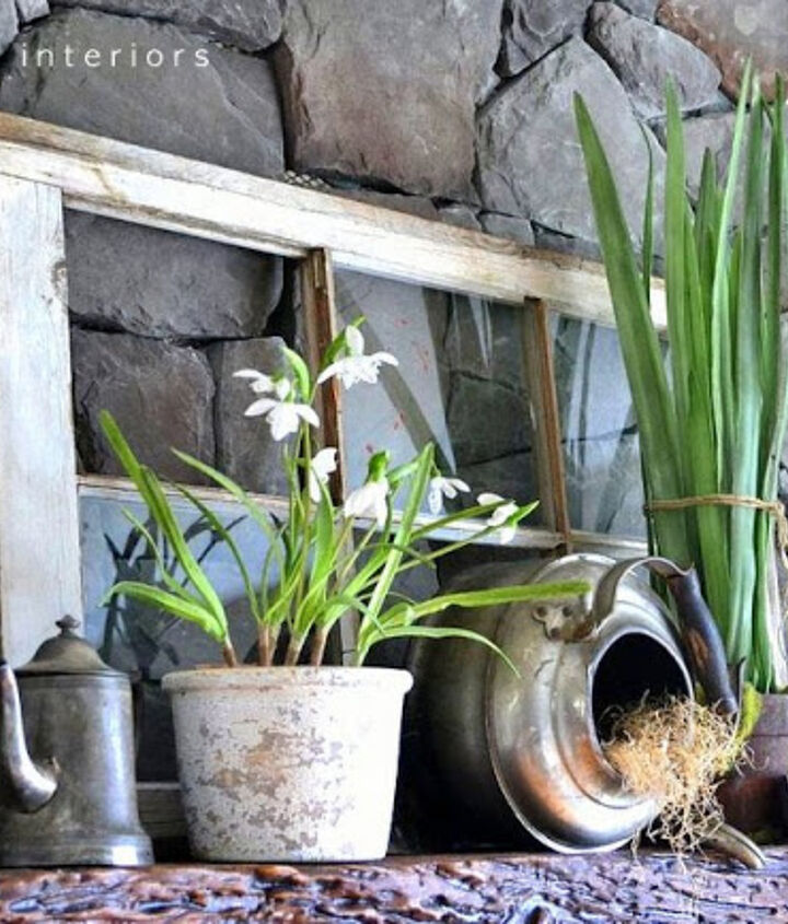 Pretty greens, although faux, ring in spring perfectly on this fireplace mantel. The decor is very simple, but sometimes that's all you really need.