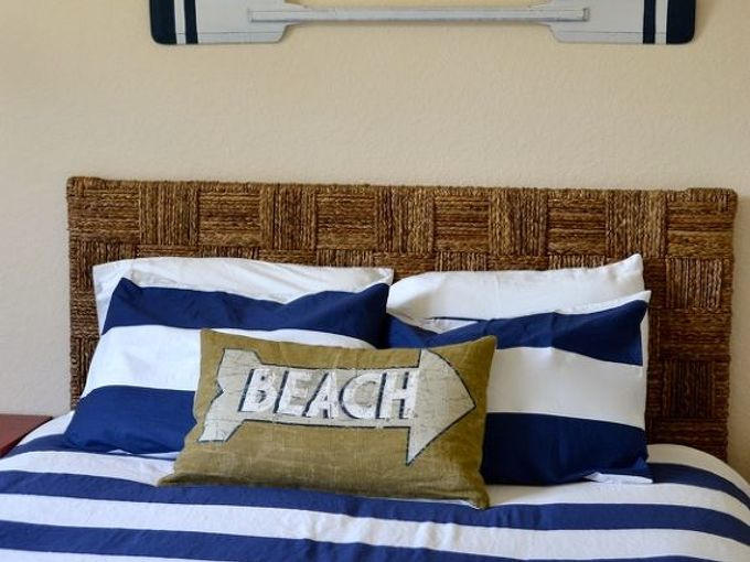 create a beach theme bedroom, bedroom ideas, home decor, The seagrass headboard adds interest and texture