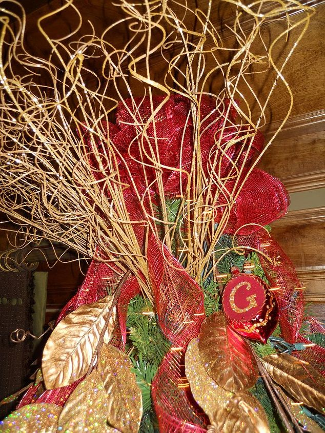 q as i promised here is more holiday decor featured below is a tree that i did last, christmas decorations, seasonal holiday decor, Curly willow adds sparkle in front of the bow as a tree topper