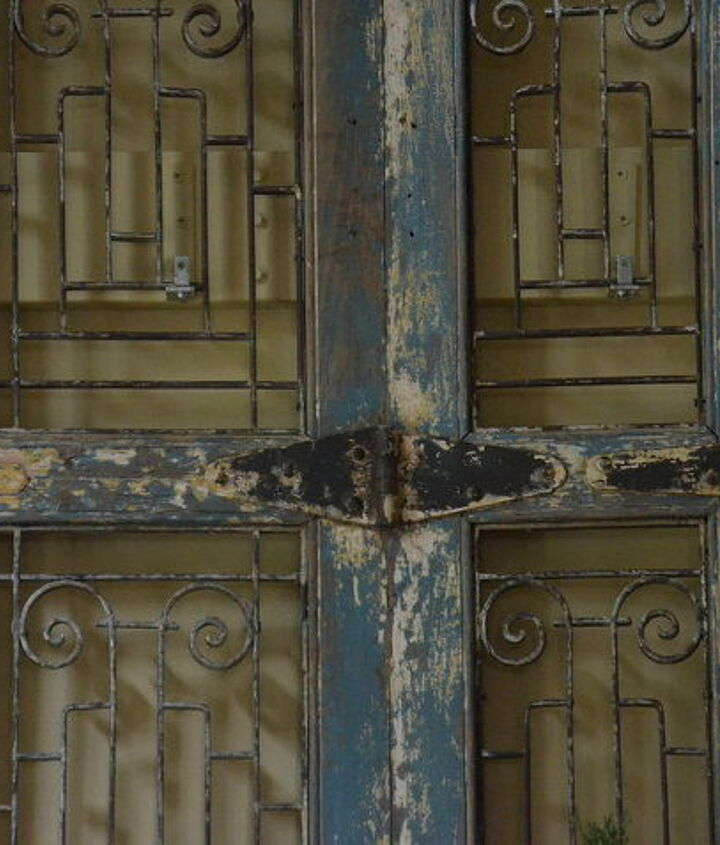 Hinge with beautiful patina