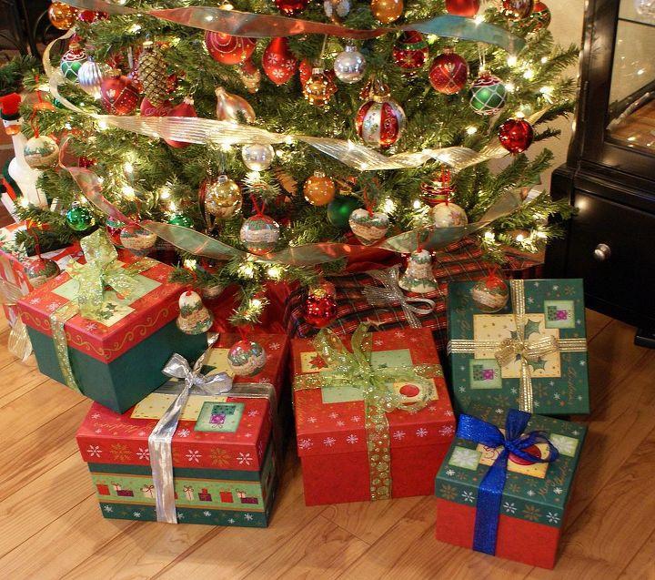 a green christmas, seasonal holiday d cor