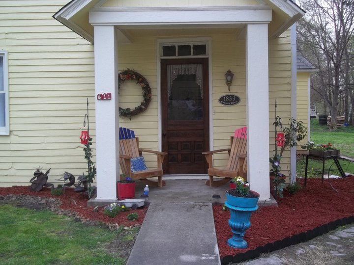 my big yellow house gets character, curb appeal, flowers, gardening, landscape, seasonal holiday decor