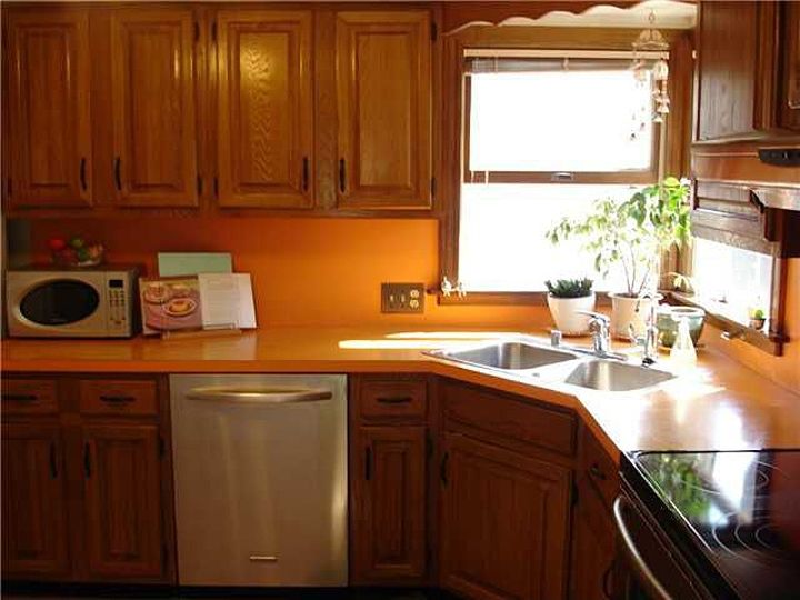 Original 1980's orange counter top. I miss the corner window at the sink
