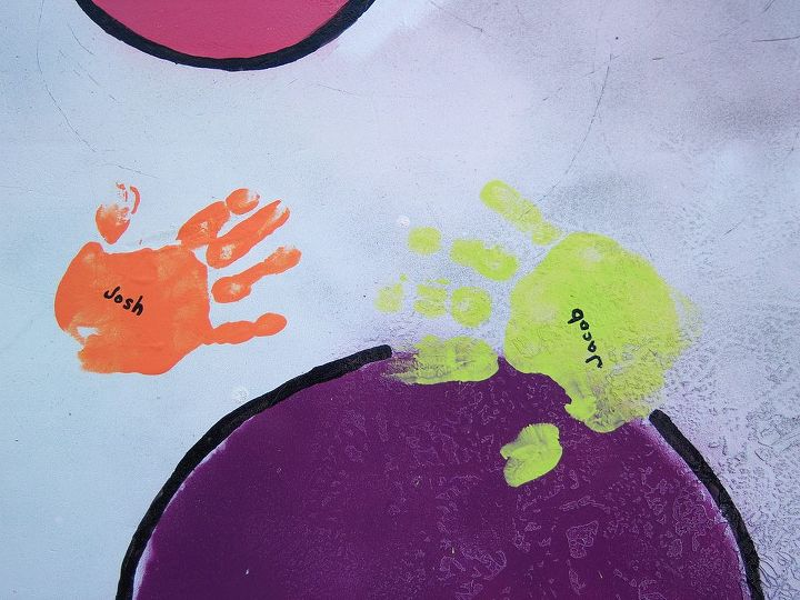 I outlined the circles in black to help them pop a little and painted the kids names on their hands.
