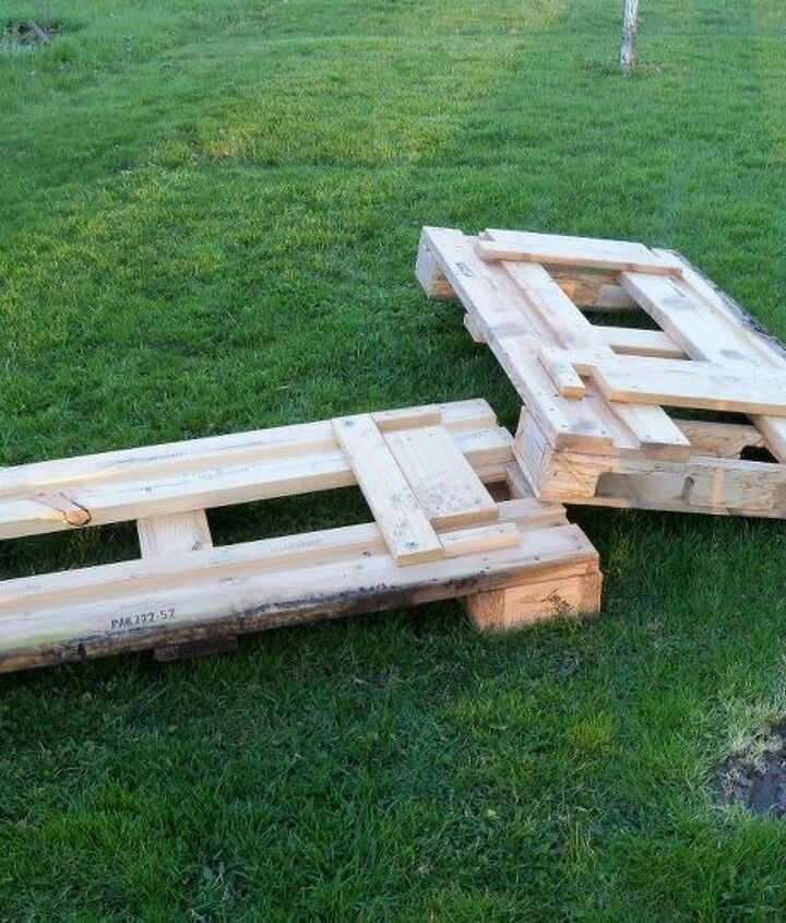 free pallets, the main staple of the seating