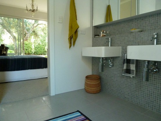 Note inset above sinks below mirror. Would LOVE to incorporate that into our small bath.