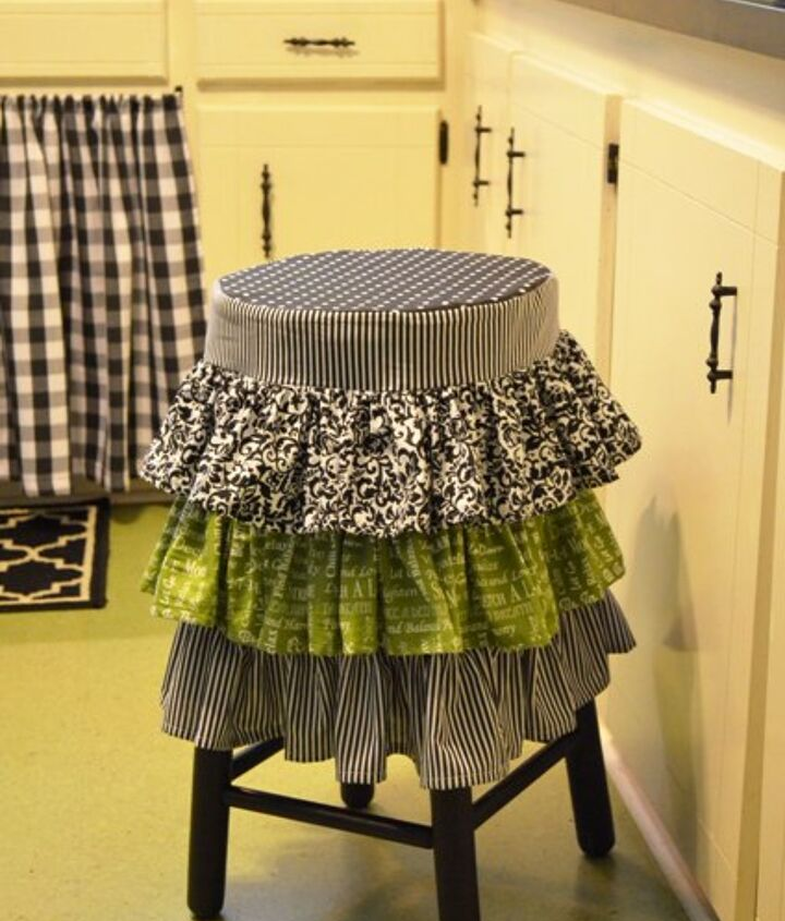 The stool cover was made with 4 different fabrics.